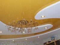 Натяжной потолок вместе с гипсокартонной конструкцией после монтажа