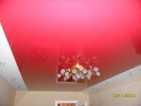 Натяжной потолок комбинированный в гостиной, красный и белый глянец, фото 18