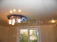 Натяжной потолок глянцевый белый в спальне, фото 27