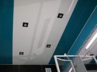 Натяжной потолок белый и сине-зеленый в ванной, фото 126