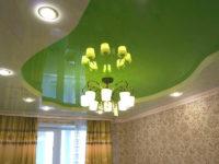 Глянцевый натяжной потолок в гостиной, фото 123