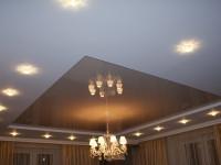 Натяжной потолок многоуровневый, светло-серый глянцевый в составе гипсокартонной конструкции, фото 55