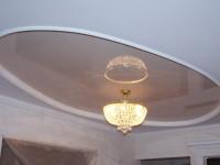 Натяжной потолок глянцевый слабо-бежевый в составе гипсокартонной конструкции, фото 60