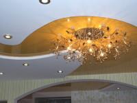 Натяжной потолок глянцевый яично-желтый в составе гипсокартонной конструкции, фото 58