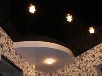 Двухуровневый глянцевый натяжной потолок, белый и черно-коричневый, фото 99