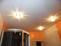 Натяжной потолок глянцевый белый в ванной, фото 4