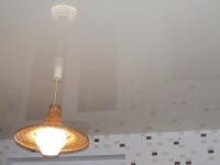 Натяжной потолок глянцевый слабо-бежевый, фото 37