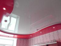 Глянцевый двухуровневый натяжной потолок в гостиной, фото 119