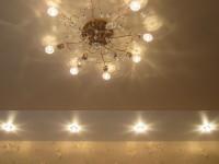 Натяжной потолок комбинированный, кремовый глянец и белый сатин, фото 31