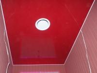 Натяжной потолок глянцевый красный в санузле, фото 66