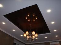 Натяжной потолок глянцевый черно-коричневый в составе гипсокартонной конструкции, фото 61